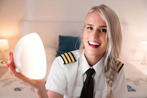 10 خلبان زیبایی در حال هدایت هواپیماهای عظیم هستند