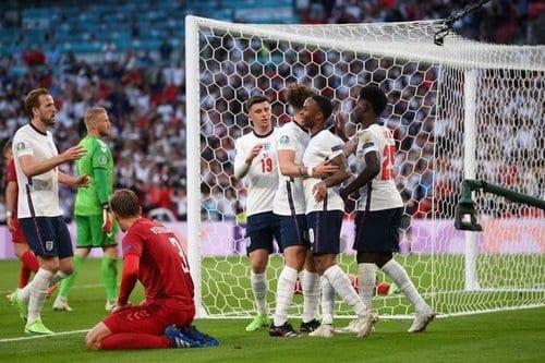زمان بازی ایتالیا و انگلیس