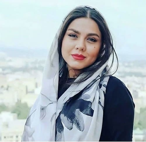 بیوگرافی آزاده زارعی + عکس های جنجالی او و نسبتش با جمشید هاشم پور